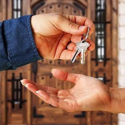 что лучше дарственная или купля продажа квартиры?