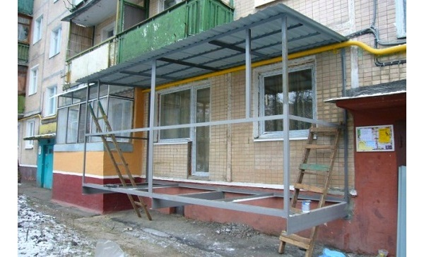 Сооружение каркаса и монтаж крыши