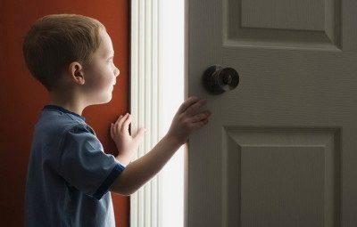 Как выписать несовершеннолетнего ребенка из квартиры?