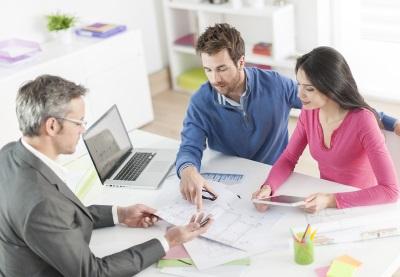 Нужно ли оформлять жилье в собственность многодетным семьям